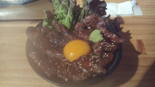 ホルモン金龍肉盛り丼